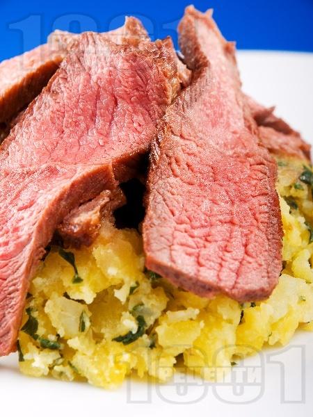 Печен запържен телешки шол с картофи и босилек на фурна - снимка на рецептата